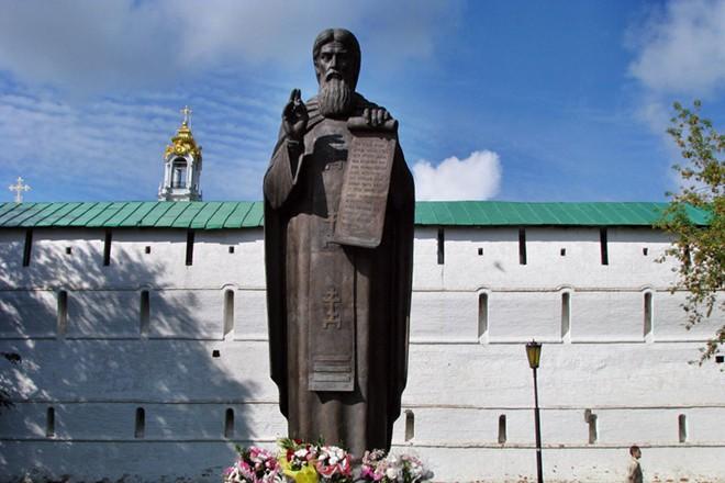 статуя сергий радонежский