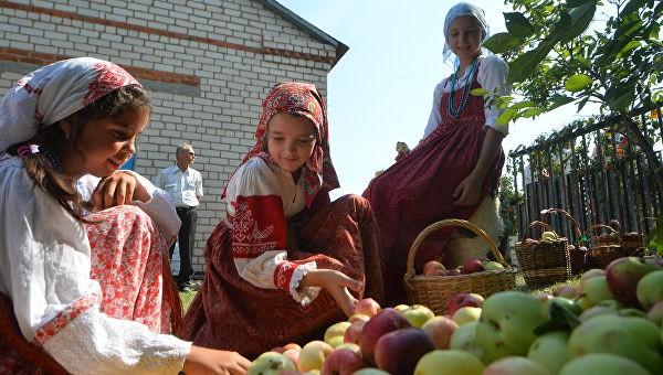 детки и яблоки