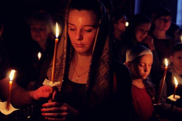 девушка и свеча