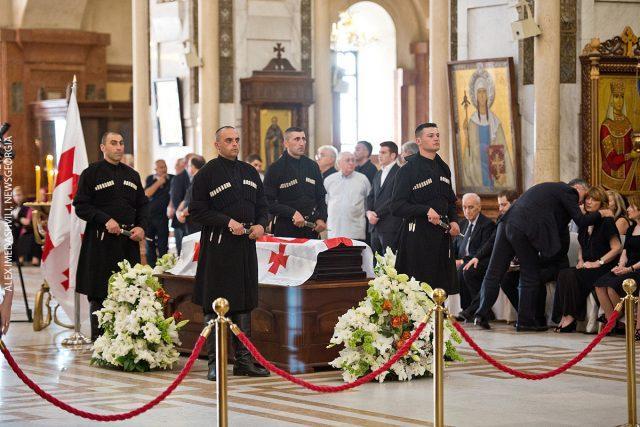 похороны и люди