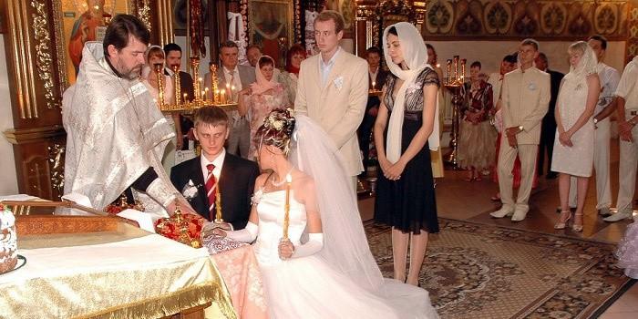 венчание в церкви молодых