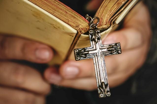книги и крест