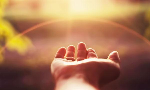 рука и свет