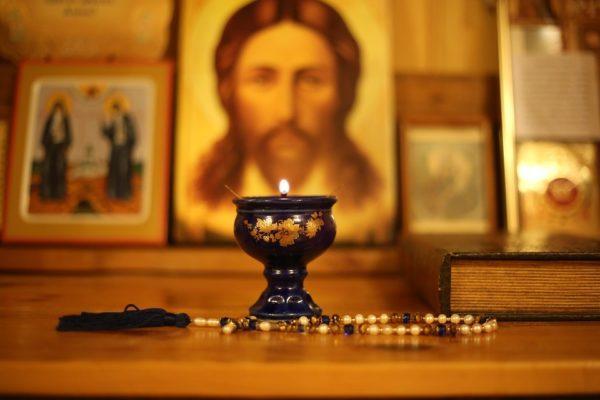 свеча и икона