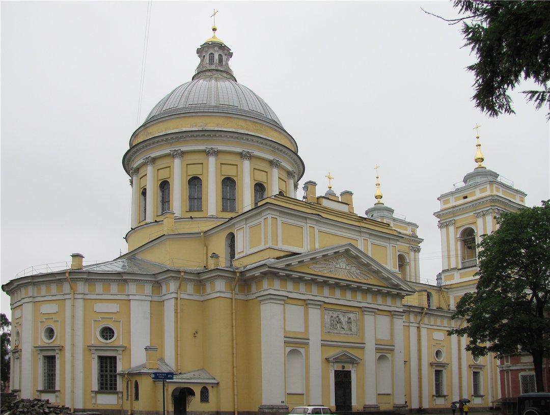 Свято-Троицкий собор Александро-Невской лавры в Санкт-Петербурге