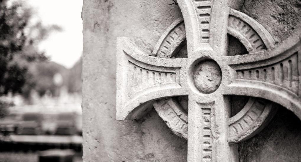 крест на кадбище