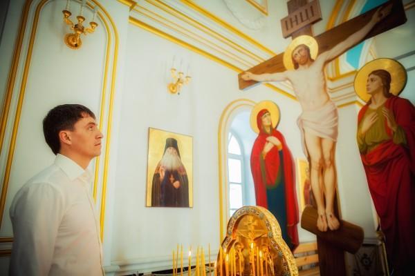 человек и крест