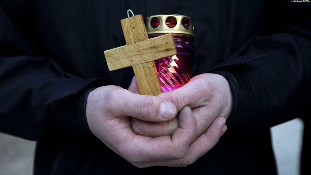крест и свеча