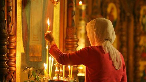 девушка в храме