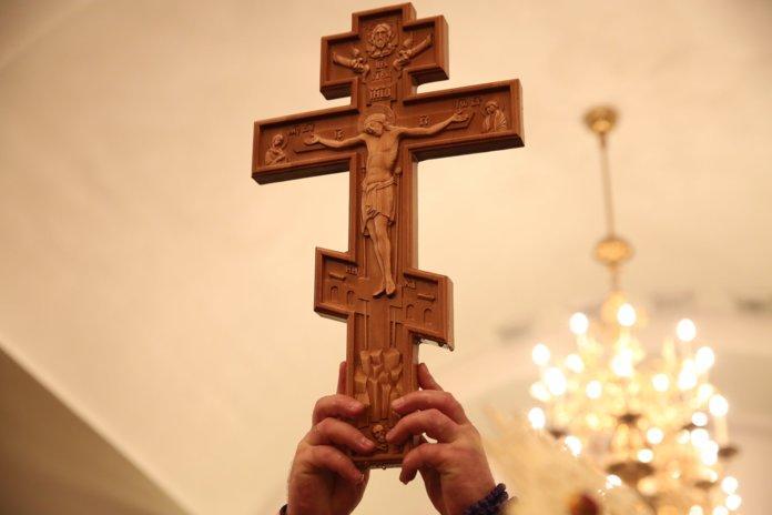 Животворящему кресту