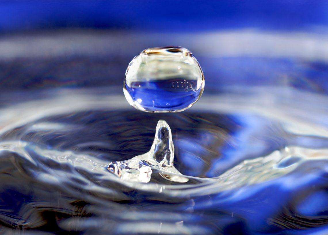 много воды