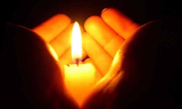 горит свеча