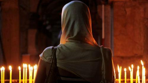 горят свечи