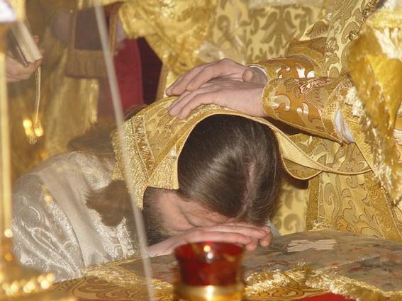 святой молиться