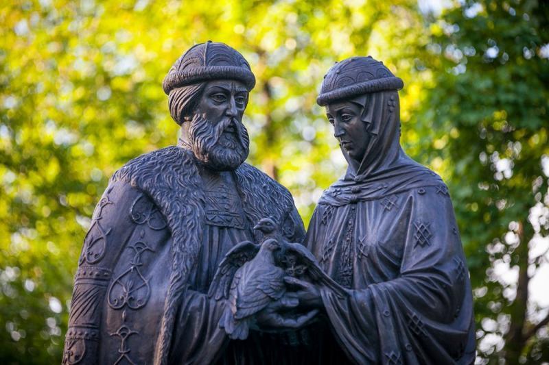 статуя святых