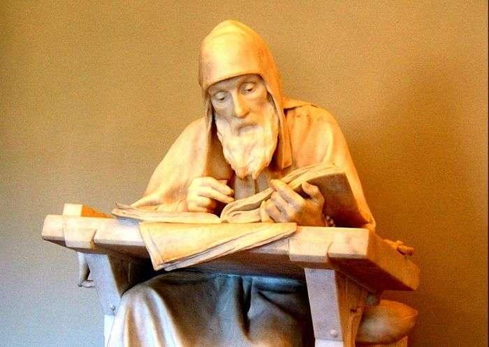 статуя монах нестор