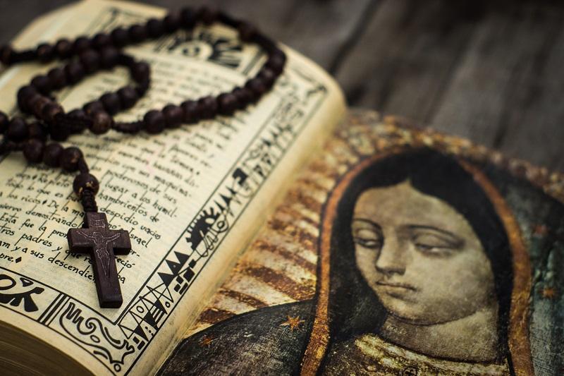 крест на книжке