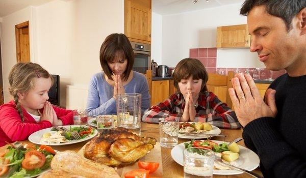 люди молятся