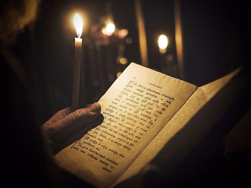 книга в руке