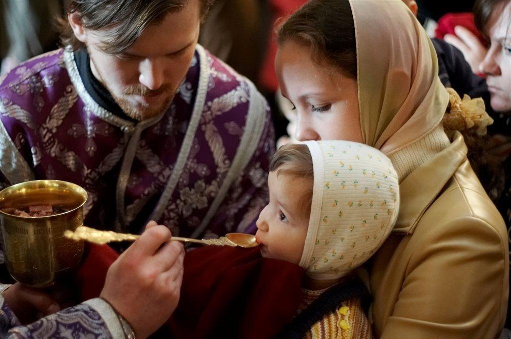 ребенок в церкви