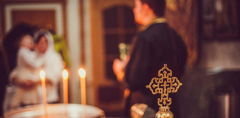 крест и свечи