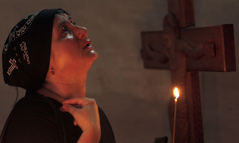 женщина молиться