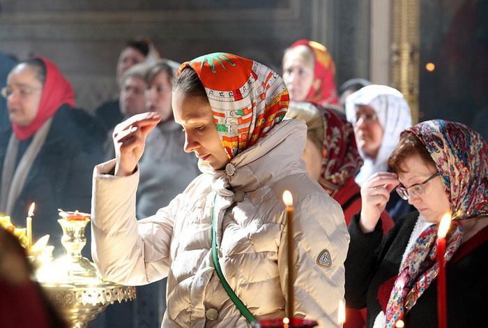 как правильно креститься православным в церкви перед иконой