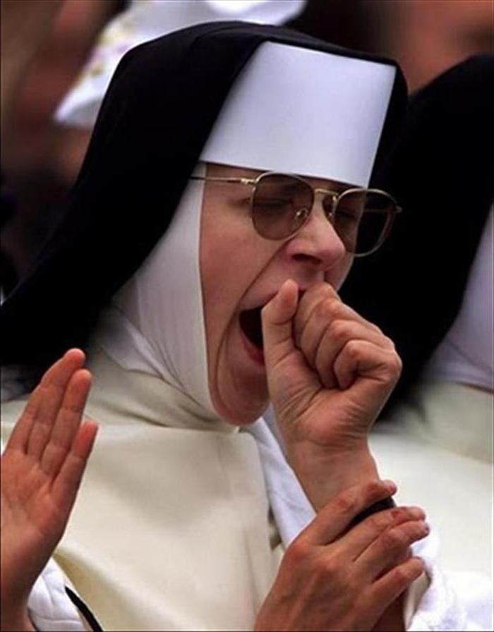 почему во время службы в церкви зеваешь
